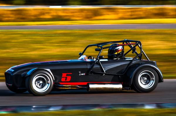Caterham Superlight R 400